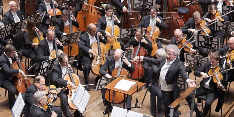 Cleveland-Orchestra-c-Roger-Mastroianni